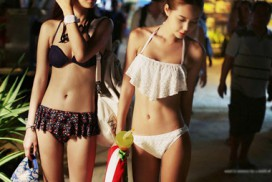 chon-bikini-giup-nang-nguc-lep-van-vo-cung-sexy