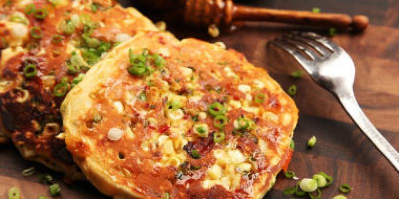 doi-vi-voi-banh-pancake-nhan-bap-xao-beo-ngay-mui-pho-mai