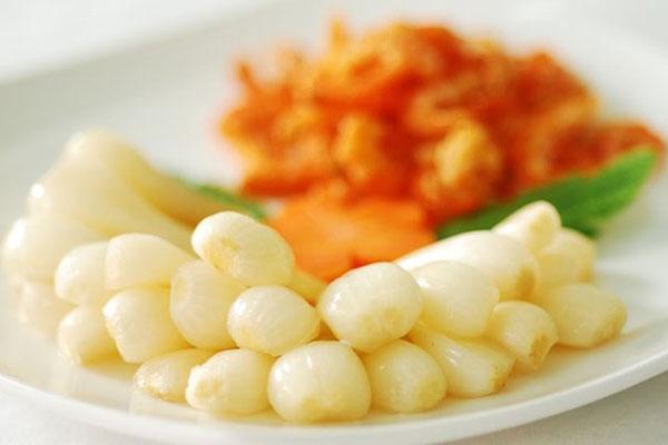 ưa kiệu có thể kết hợp ăn kèm với nhiều món ăn khác