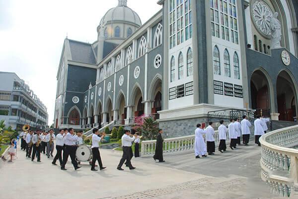 Nhờ thờ chánh tòa Phú Cường - Địa điểm du lịch Bình Dương không quá tốn kém