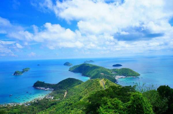 Bầu trời trong xanh tại quần đảo Nam Du