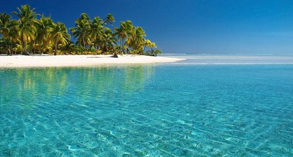 Nước biển tại Phú Quốc xanh trong mát rượi
