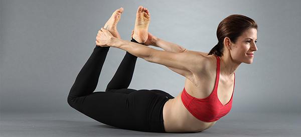 Bài tập Bow giúp các cơ ở tay, bụng và chân săn chắc