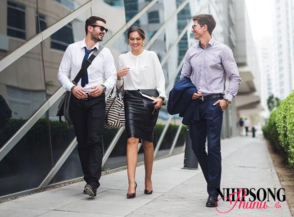 Bạn nên duy trì thói quen đi bộ trước khi làm việc