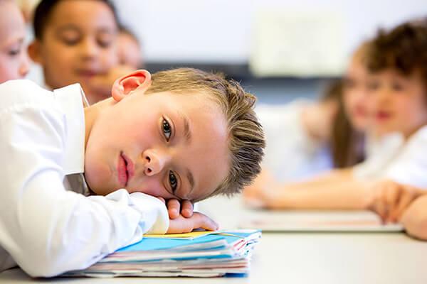 Học tập với cường độ cao và quá thời gian cho phép sẽ tạo cho học sinh tâm lý chán nản