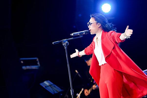 Mỹ Tâm quảng bá album Tâm9 tại phố đi bộ Nguyễn Huệ