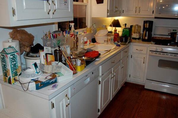 Nhà bếp lỉnh kỉnh vật dụng gây mất thẩm mỹ
