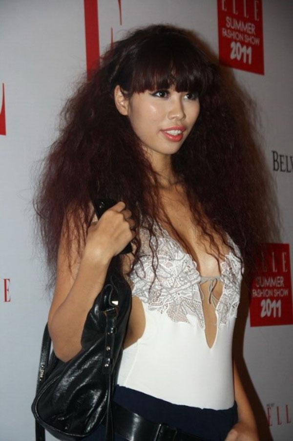Hà Anh hiện đại và phong cách với tóc xoăn dập