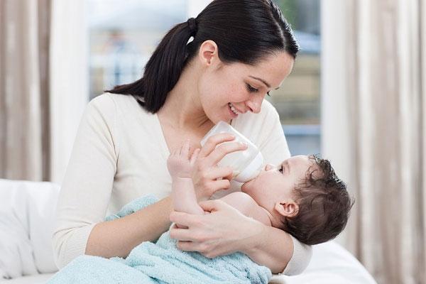 Trẻ bị suy hô hấp cần được chú ý chăm sóc đặc biệt