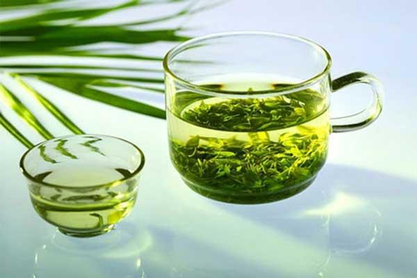 Nước trà xanh có tác dụng tẩy tế bào chết hiệu quả