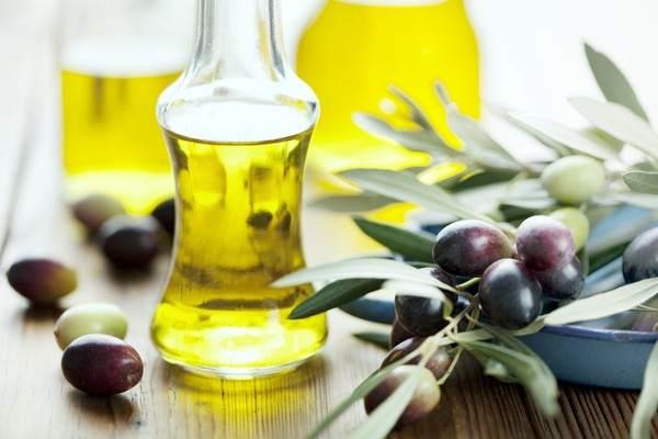 Dầu Olive và dầu thầu dầu làm đẹp cho da khô