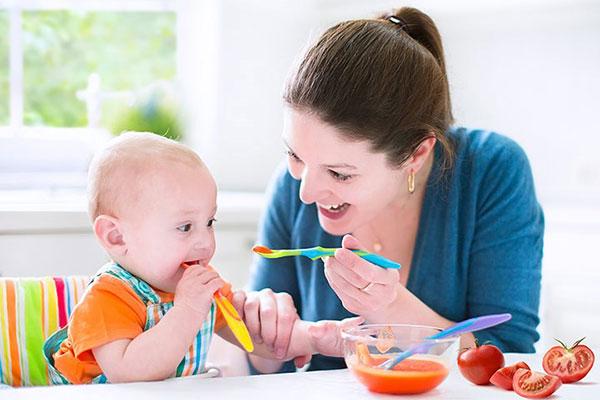 Trẻ 8 tháng tuổi cần được chăm sóc một cách cẩn thận