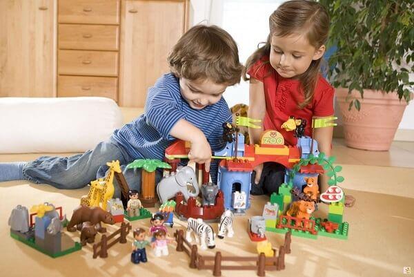 Chỉ cho phép trẻ mua đồ chơi vào những dịp đặc biệt