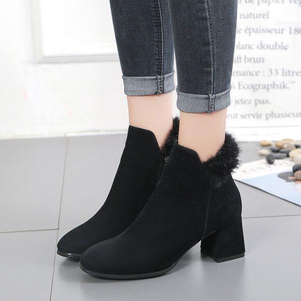 Bảo vệ và kéo dài đôi chân hiệu quả bằng giày đế thô là bí quyết mặc đẹp mùa đông vô cùng hiệu quả
