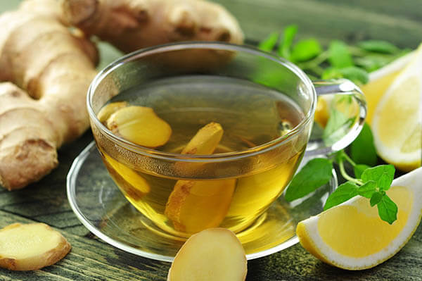 Uống một cốc trà gừng với mật ong trước mỗi bữa ăn sẽ làm giảm ốm nghén