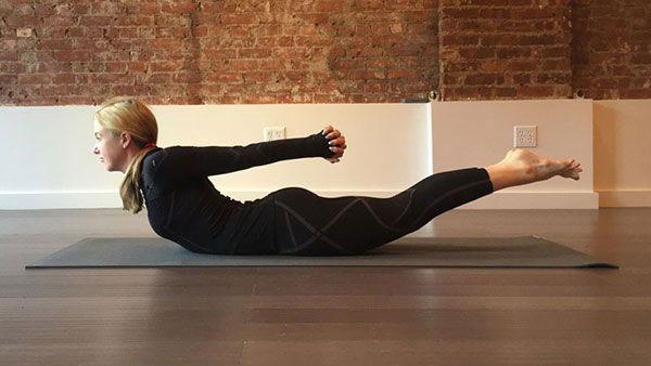 Tư thế con châu chấu trong yoga