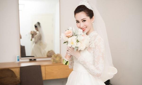 Hoa hậu Thu Thảo đẹp tựa thiên thần trong bộ váy trắng tinh khôi