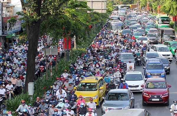 Giao thôing các tuyến đường xung quanh sân bay Tân Sơn Nhất thường xuyên tắc nghẽn
