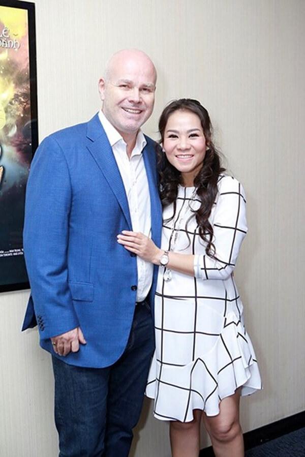 Ca sĩ Thu Minh lấy chồng Tây