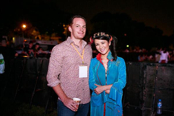 Ca sỹ Hồng Nhung - Sao Việt lấy chồng Tây