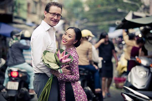 Ca sĩ Đoan Trang - Sao Việt lấy chồng tây