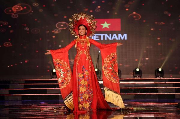 Sắc đỏ khiến người đẹp Việt trở nên vô cùng nổi bật