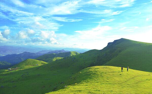Cao nguyên Đồng Cao nổi tiếng với những bãi cỏ xanh mướt, không khí trong lành