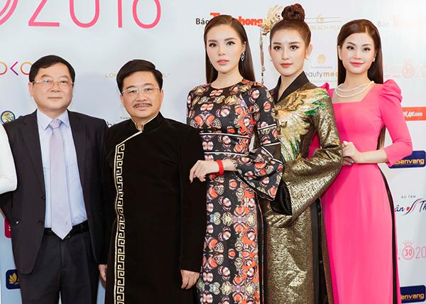Ông Lê Xuân Sơn (bên trái) - TBT Báo Tiền Phong - Trưởng BTC Hoa hậu Việt Nam