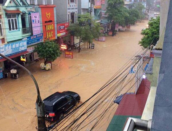Các tuyến giao thông chính của TT Thanh Sơn, huyện Thanh Sơn chìm trong biển nước