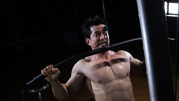 Bài tập kéo vật nặng hỗ trợ phát triển chiều cao cho nam giới hiệu quả