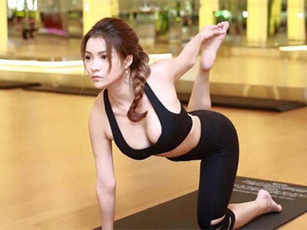 """Thủy Top là người mở đầu cho """"chiến dịch"""" ngực khủng trong showbiz Việt"""