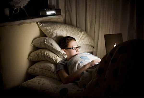 Thức khuya cản trở quá trình phát triển chiều cao của trẻ