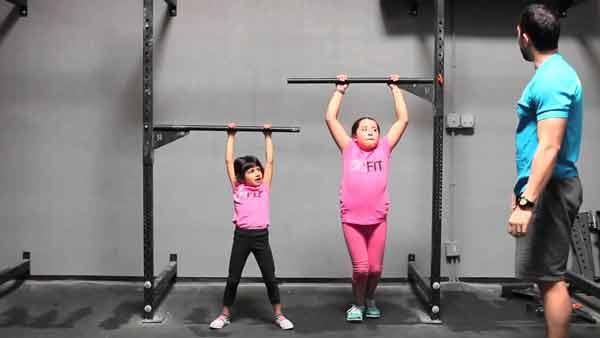 Đu xà đơn giúp trẻ tăng chiều cao hiệu quả