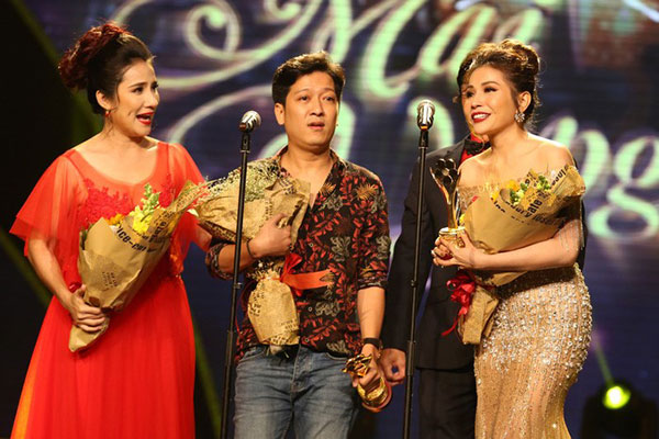 Trường Giang trên sân khấu lễ trao giải Mai Vàng