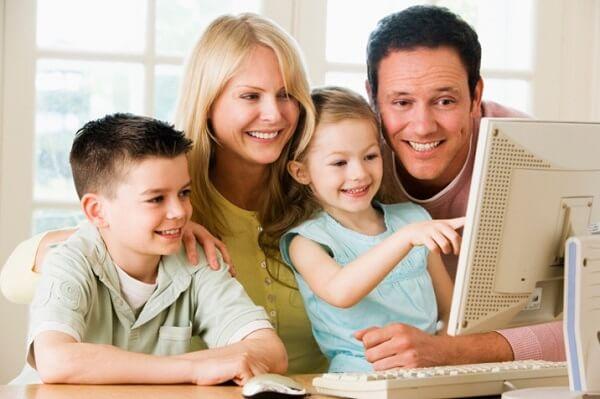 Phụ huynh cần sát sao trong quá trình trẻ tiếp xúc với internet