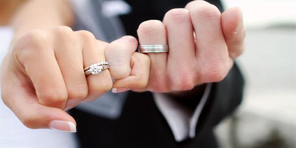 Chính sự ân cần, chững chạc từ anh đã khiến tôi đồng ý chọn anh làm chồng.