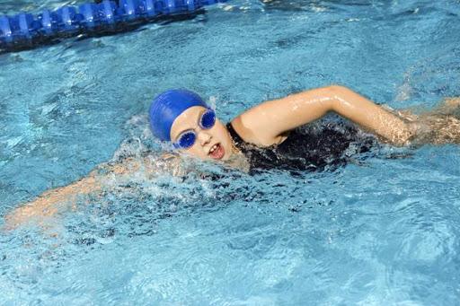 Bí quyết tăng chiều cao với bơi lội