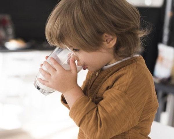 Chỉ uống sữa không thể bổ sung đủ Canxi cho cơ thể
