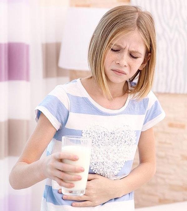 Trẻ dị ứng đạm sữa bò thường gặp vấn đề về tiêu hóa