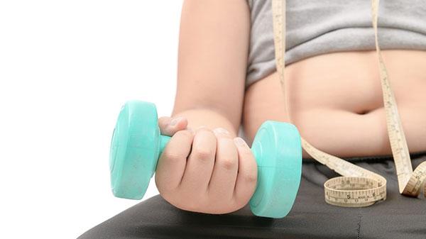 Uống nhiều sữa dễ dẫn tới tình trạng béo phì, ảnh hưởng đến sự phát triển chiều cao