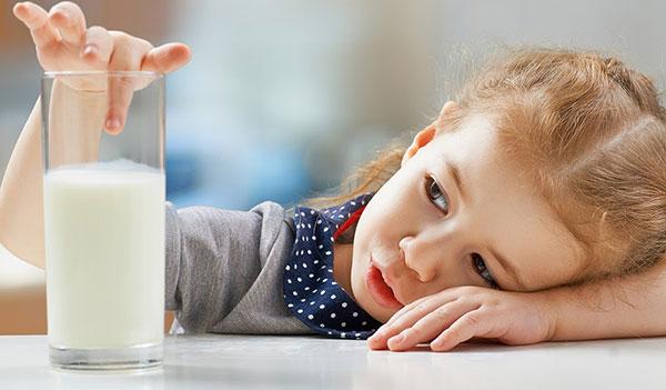 Trẻ uống nhiều sữa có thật sự tốt cho xương