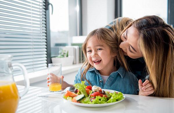 Việc bổ sung Canxi qua bữa ăn hằng ngày là giải pháp đơn giản, hiệu quả nhất