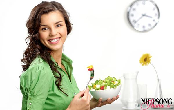 Ăn đúng giờ và nhai chậm sẽ giảm gánh nặng cho dạ dày