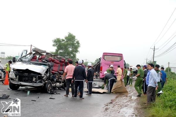 Tai nạn khiến 2 xe ô tô hư hỏng nặng