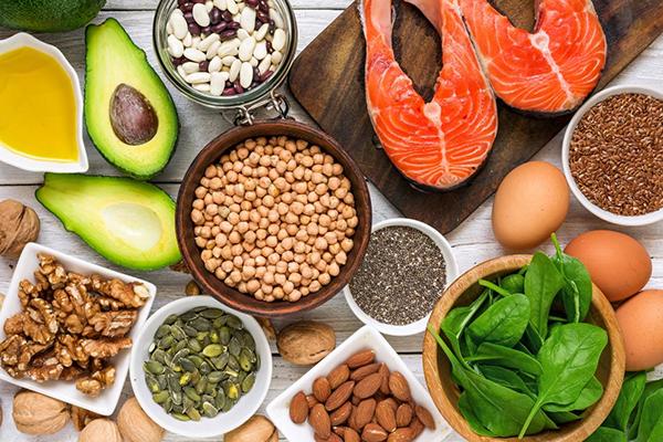 Cân bằng các dưỡng chất thông qua khẩu phần ăn để xương luôn phát triển cân bằng