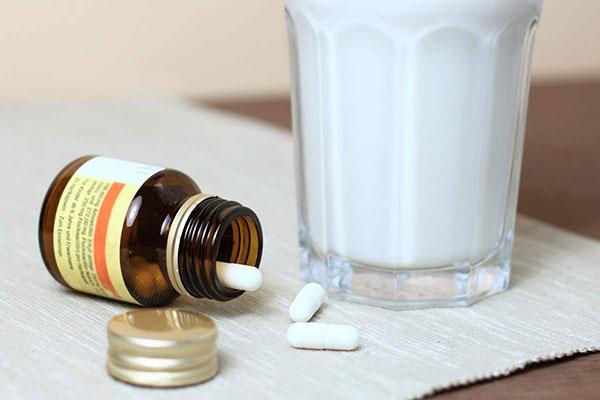Mẹ không nên cho trẻ uống đồng thời thuốc bổ sung Sắt và sữa