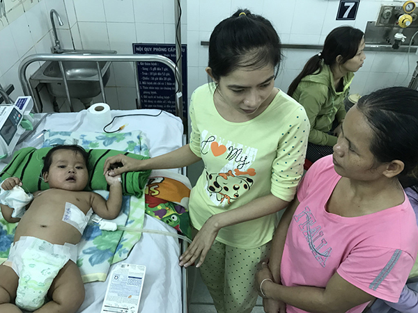 Bệnh nhi người Campuchia tại Bệnh viện Nhi đồng 1