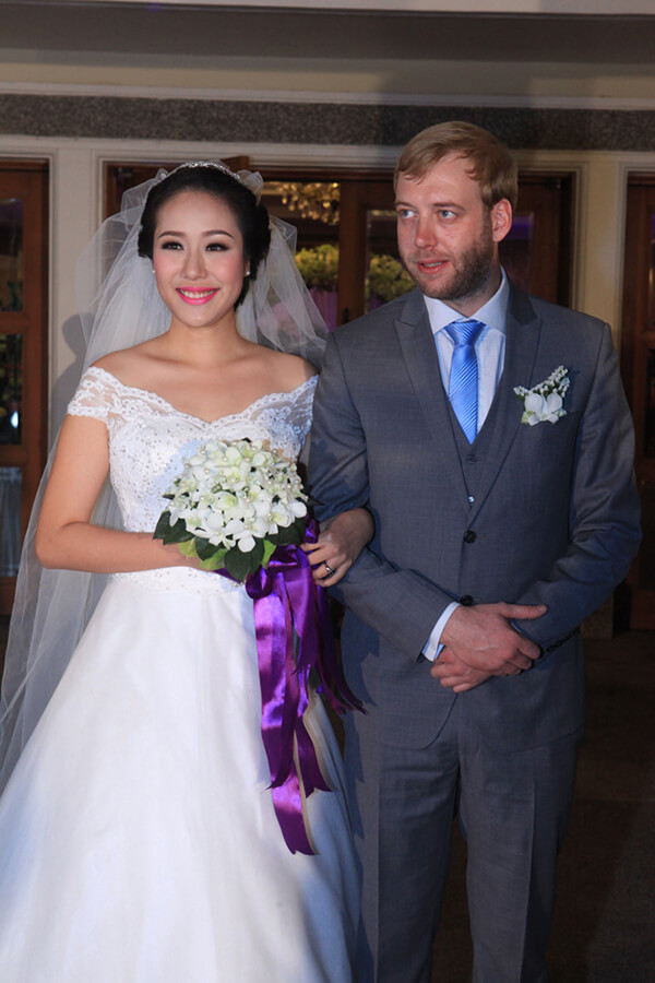 Hoa hậu Ngô Phương Lan - Sao Việt lấy chồng tây