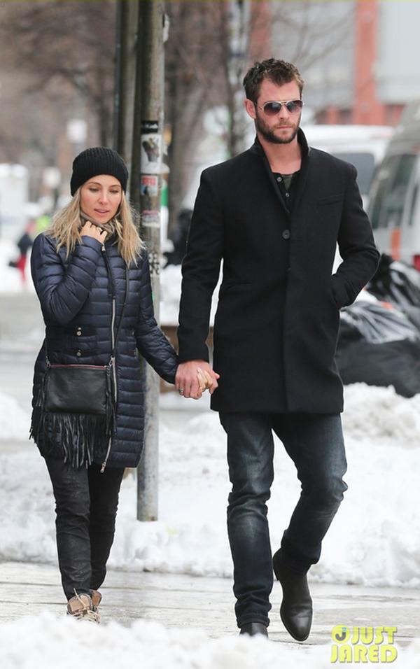 Chỉ cao 1m61, Elsa Pataky vẫn khiến nhiều cô gái ghen tị khi được tay trong tay với anh chồng soái ca 1m91 Chris Hemsworth.